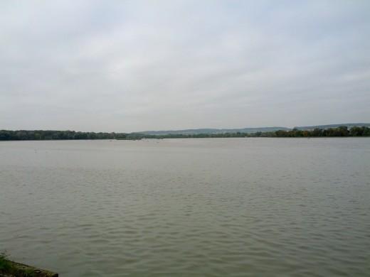 Blick auf den Bertoldsheimer Stausee an der Donau