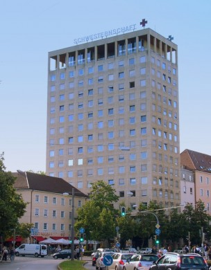 Schwesternhochhaus des Rotkreuz-Krankenhauses am Rotkreuzplatz in München - Urheber: O DM -  Creative Commons-Lizenz