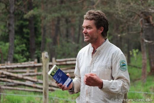 Andreas Huber informiert über das Beweidungs-Projekt